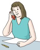 Das Bild zeigt eine Frau. Die Frau hat ein Telefon in der Hand. Vor ihr liegt ein Papier.
